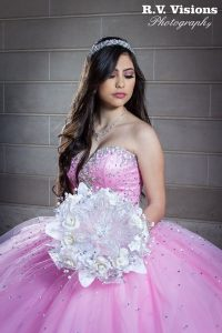 Free Quinceañeras Photo Opportunity Offered by RV Visions